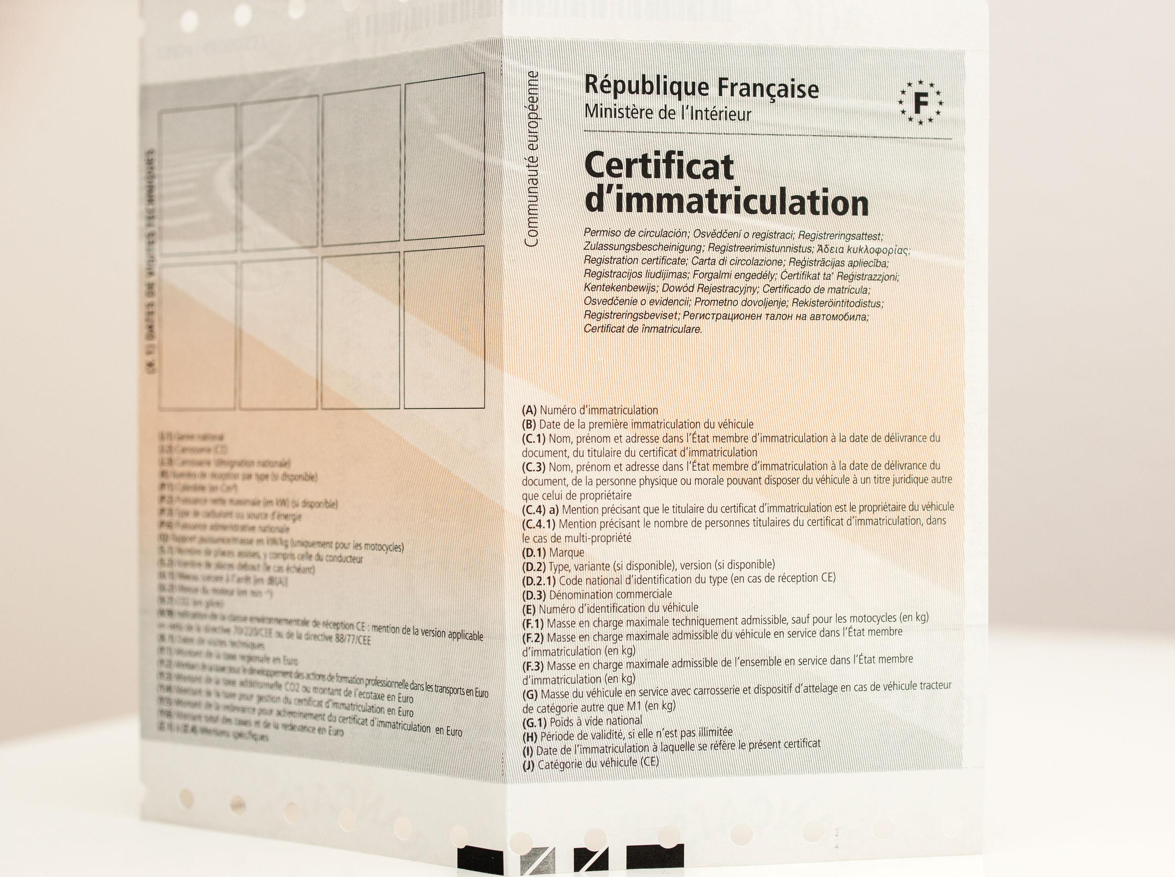 Certificat d'immatriculation et permis de conduire